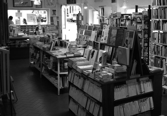 Entrevista a lola larumbe librer a rafael alberti gremio de librer as de madrid - Librerias a medida en madrid ...