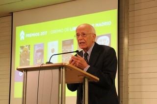Emilio Llegó recibe el Premio Leyenda del Gremio de Libreros de Madrid