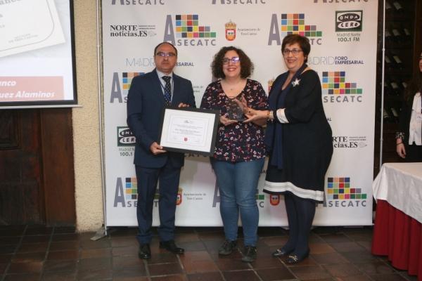 La librería Serendipias es premiada por una asociación empresarial de Tres Cantos